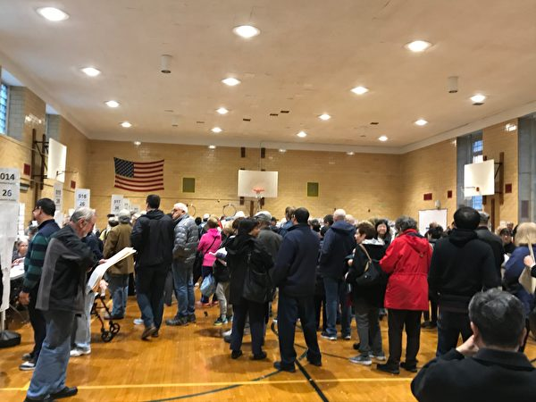 選民投票踴躍。(林丹/大紀元)