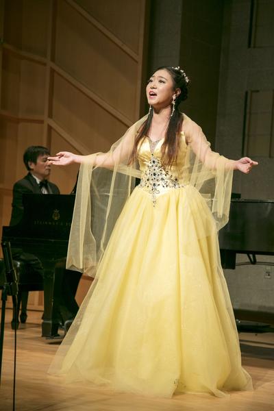 780號選手陳紫熙在11月9日複賽中演唱。(張學慧/大紀元)