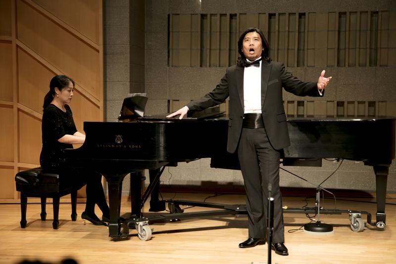 794號選手蔡維恕在11月9日複賽中演唱。(張學慧/大紀元)