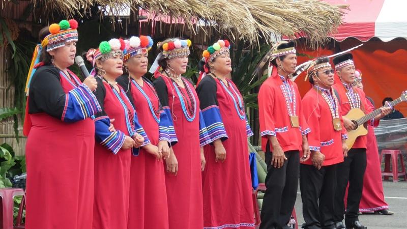 阿里山鄉原住民鄒族生命豆季,圖為鄒族歌舞表演結婚典禮。(蘇家弘提供)