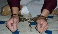 中共酷刑迫害示意圖:鎖地環。(明慧網)