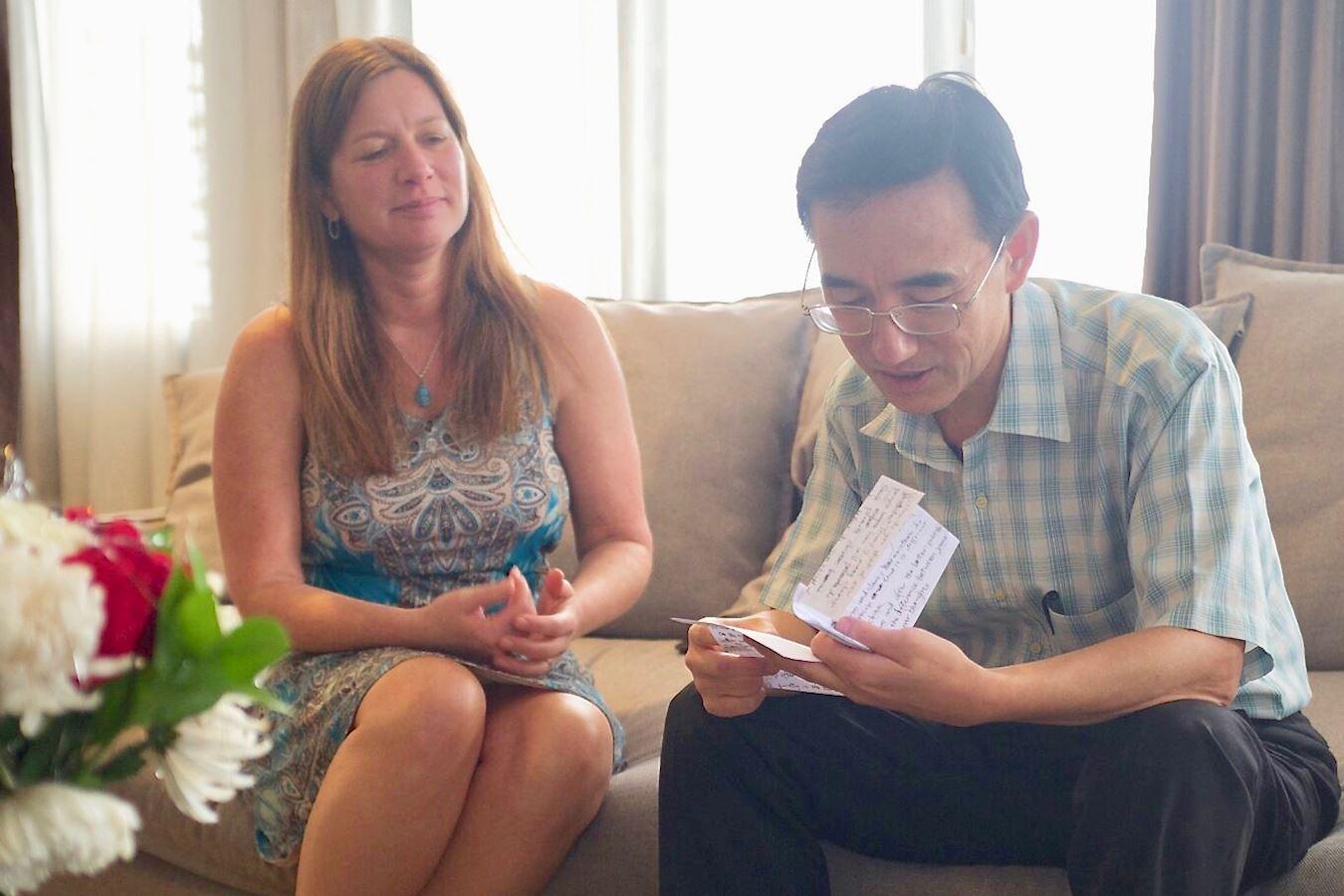 2016年底孫毅逃到印度尼西亞後,朱莉專程去看望他。(《求救信》劇照)