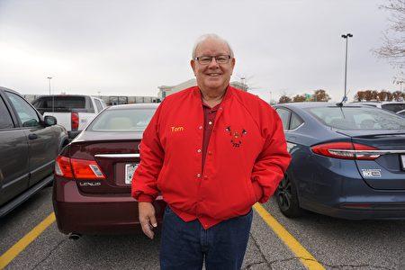 退休義工消防員瑞夫(Thomas Reiff)參加了11月5日在印第安納州韋恩堡的集會。(溫文清/大紀元)