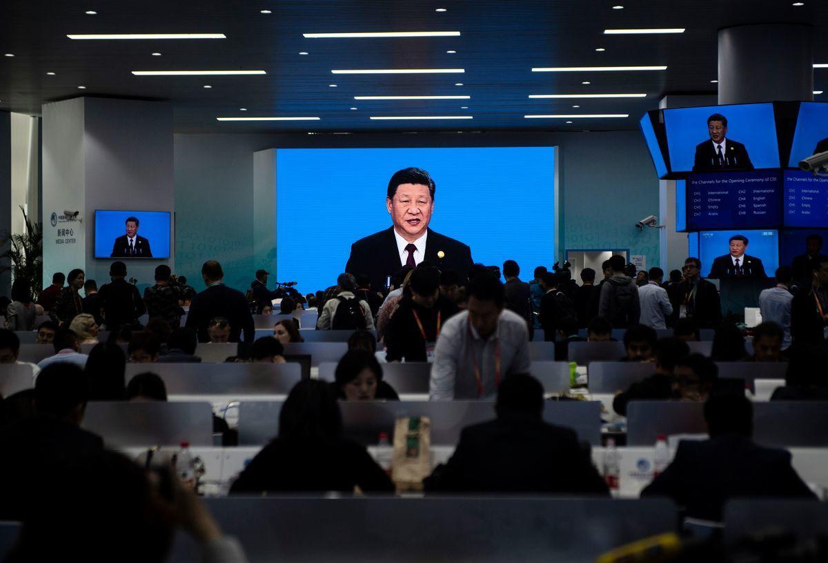 中國國際進口博覽會11月5日在上海開幕,習近平發表演講,他以大海來比喻中國的經濟,以此反駁看衰中國經濟發展前景的聲音。(JOHANNES EISELE/AFP/Getty Images)