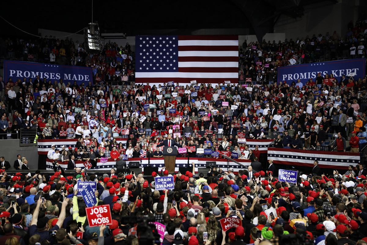 11月5日,特朗普在印第安納州韋恩堡的集會上演講,為競選印州聯邦參議員的共和黨候選人麥克‧布朗(Mike Braun)助選。 圖為集會現場。(溫文清/大紀元)