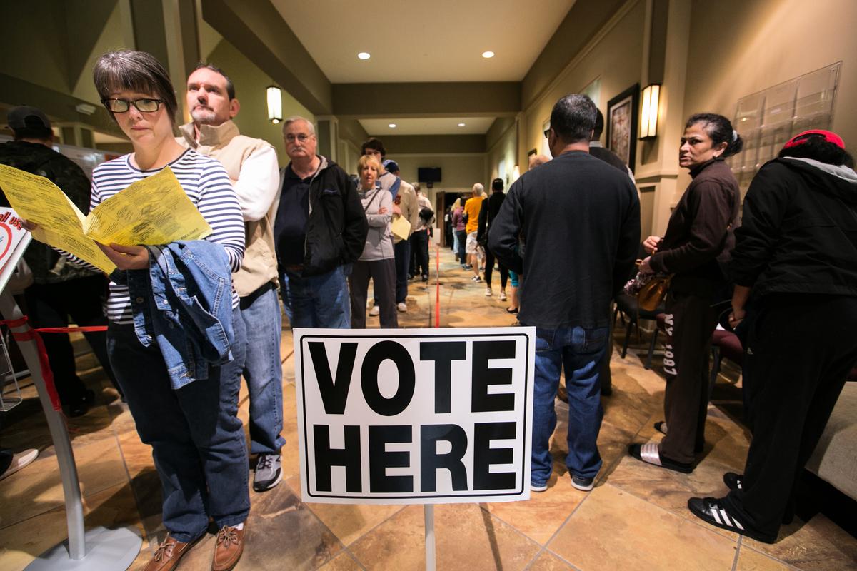 美國周二(11月6日)中期選舉結束,共和黨保住參議院多數席位,民主黨則重掌眾議院。在本次選舉中備受關注的焦點之一是,受中美貿易戰衝擊的農業州及鐵鏽州的選民,是否會倒戈,轉而支持民主黨。(Jessica McGowan/Getty Images)