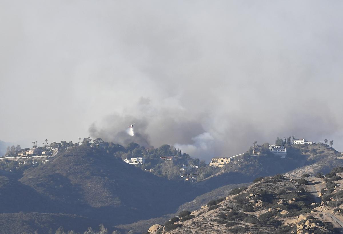 9日,Woolsey火災燒到橡樹園地區。(Kevork Djansezian/Getty Images)