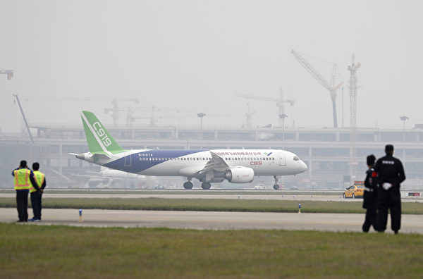 C919在2017年5月首飛。(ANDY WONG/AFP/Getty Images)