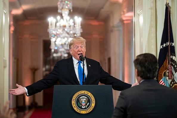 對於美國突然取消國務卿蓬佩奧和北韓高官金英徹原定於11月7日的會面,美國總統特朗普表示,對與朝達成無核化協議「不著急」。圖為特朗普11月7日在白宮的記者會上發言。(Al Drago-Pool/Getty Images)