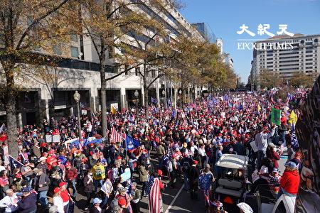 周六(14日)中午,美國首都華盛頓民眾發起全國性的「停止竊選」,「百萬人遊行撐特朗普」活動。(亦平/大紀元)