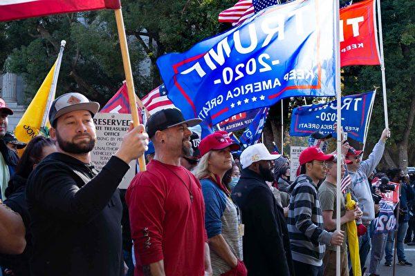 上周六(11月14日),近千名民眾在加州首府沙加緬度集會,支持美國總統特朗普連任,並抗議拜登大規模選舉舞弊。(周容/大紀元)