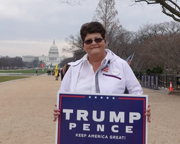 2020年12月12日,維珍尼亞海灘支持特朗普的婦女組織負責人卡羅爾‧希克曼(Carol Hickman)。(亦平/大紀元)