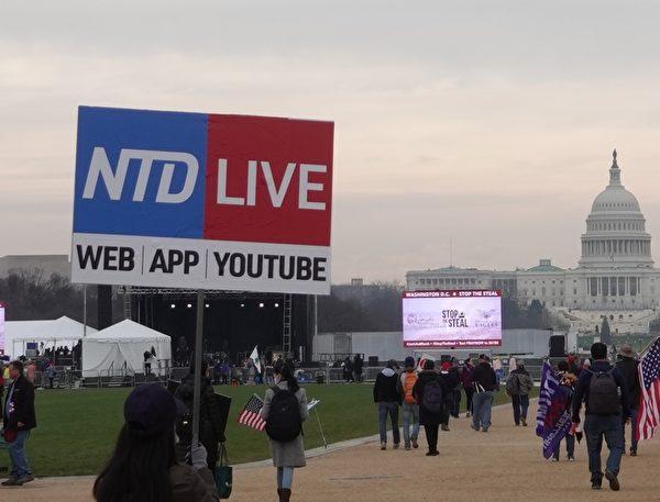 2020年12月12日中午,數十萬美國民眾再次聚集在首都華盛頓,抗議大選舞弊和欺詐,圖為在美國國家廣場舉行集會。(亦平/大紀元)