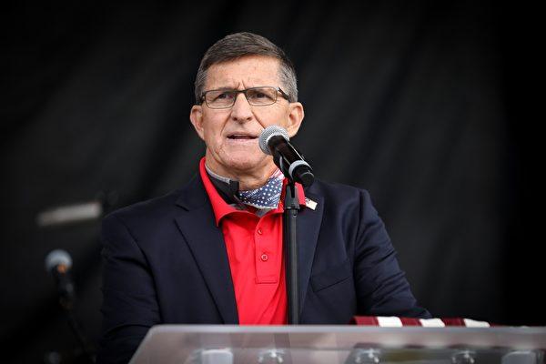 2020年12月12日,弗林將軍在國家廣場集會上發言,鼓勵美國民眾擺脫內心的恐懼,捍衛美國的自由。(Samira Bouer/大紀元)