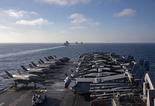 10月30日,兩棲攻擊艦馬辛島號(LHD 8)領銜的兩棲攻擊艦隊與第15海軍遠征隊,在美國第3艦隊行動區訓練。馬辛島號上搭載了6架F-35戰機。(美國海軍)