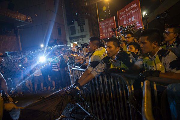 11月6日香港反釋法遊行爆發警民衝突。(ISAAC LAWRENCE/AFP/Getty Images)