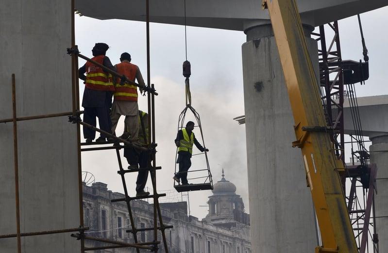 中共「一帶一路」令多國深陷債務陷阱,令當地居民反感。(Arif Ali/Getty Images)