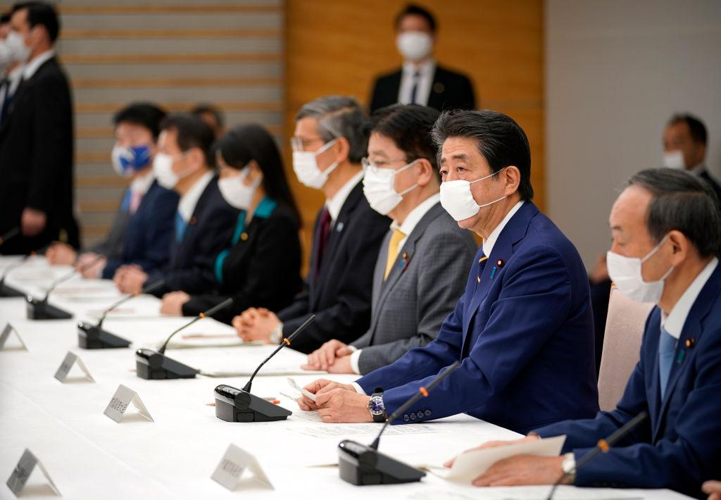 4月7日,日本首相安倍晉三在首相府邸宣布進入緊急狀態。(Franck ROBICHON/POOL/AFP)