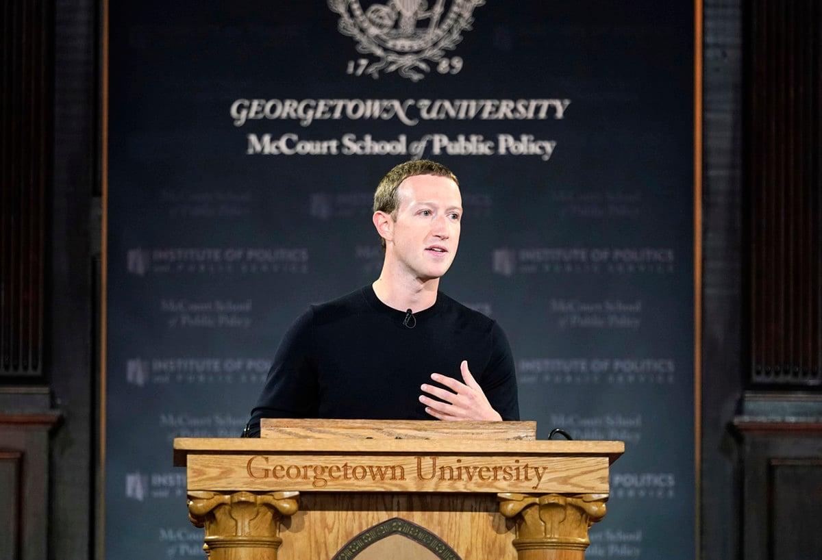 圖為10月臉書(Facebook)首席執行官馬克·朱克伯格(Mark Zuckerberg)在喬治城大學(Georgetown University)發表演講。(Riccardo Savi/Getty Images)