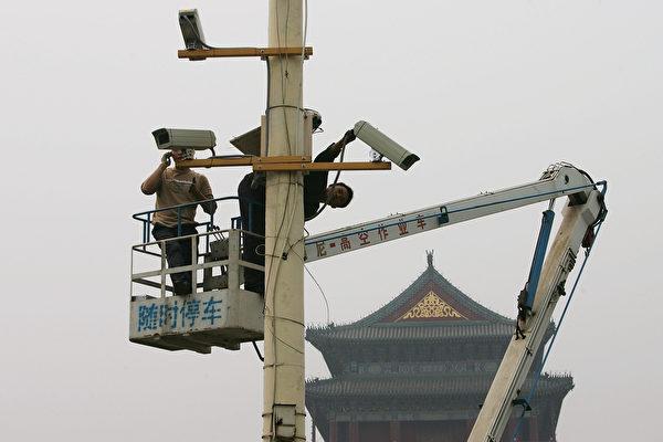 中共的監控越來越嚴密,監控的手段越來越多,如大數據、天網工程、人臉識別等,均被用到了「維穩」上。(Guang Niu/Getty Images)