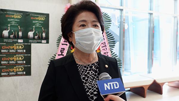 國民力量黨國會議員、前南韓女藥師協會會長徐正淑接受採訪。(新唐人截圖)