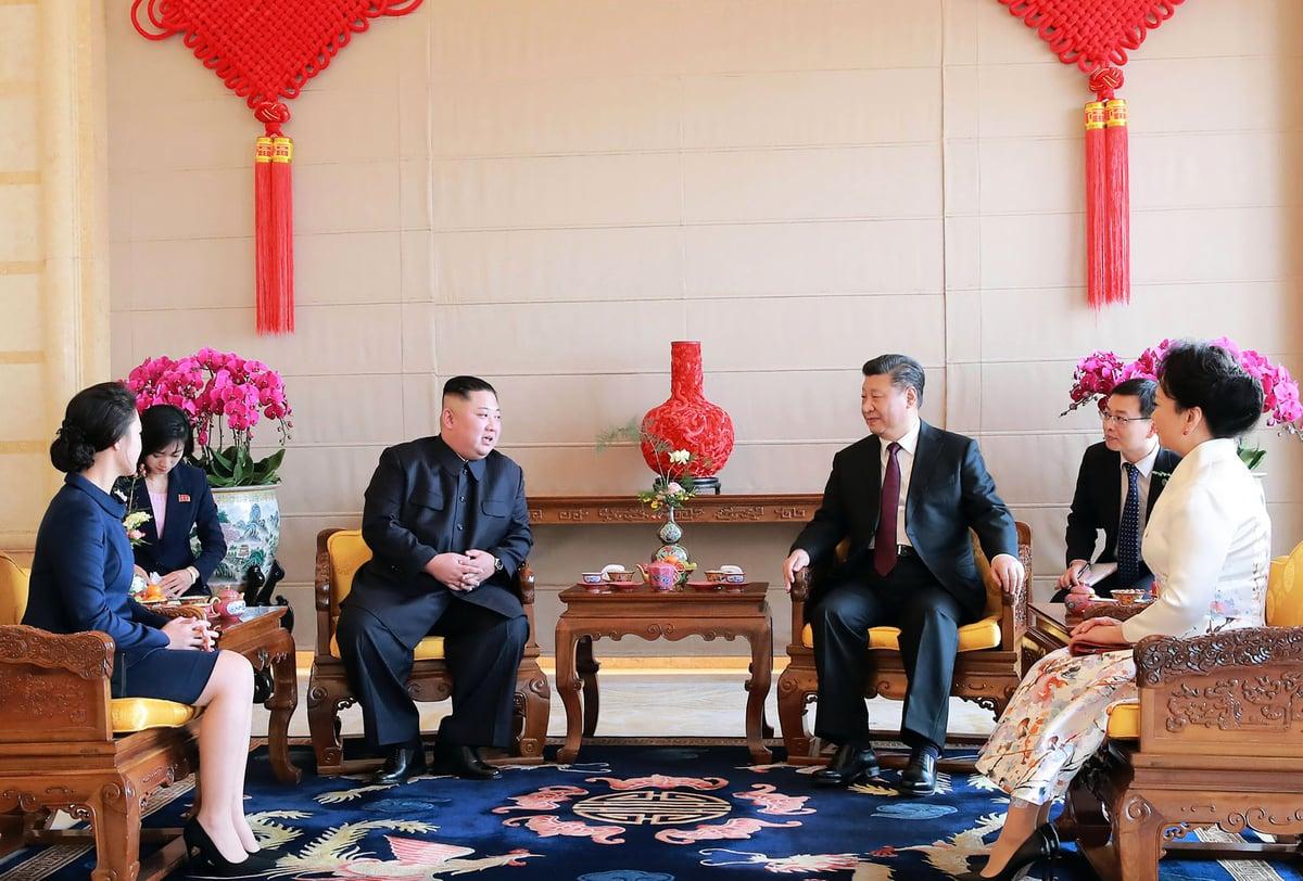 香港《南華早報》援引消息說,中國國家主席習近平可能會在4月出訪北韓。圖為2019年1月9日,北韓領導人金正恩在訪問中國時在北京與習近平進行會談。(KCNA VIA KNS / AFP)