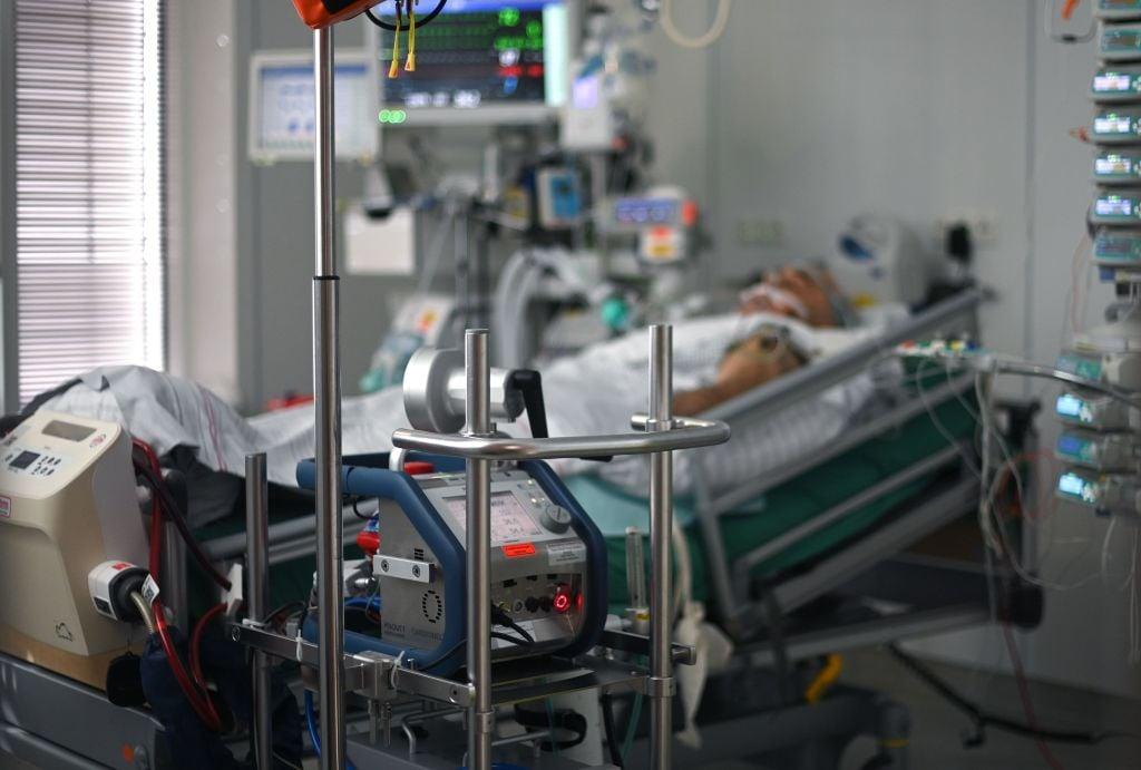 德國2021年1月14日通報,單日新增疫亡人數再創新高,達到1244人。(INA FASSBENDER/AFP via Getty Images)