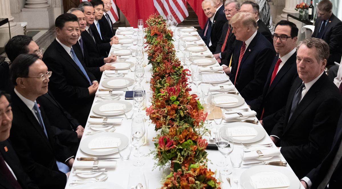 12月1日,在阿根廷舉辦的G20峰會上,美國總統特朗普和中國國家主席習近平進行會晤,雙方同意暫停貿易戰90天。(SAUL LOEB / AFP)