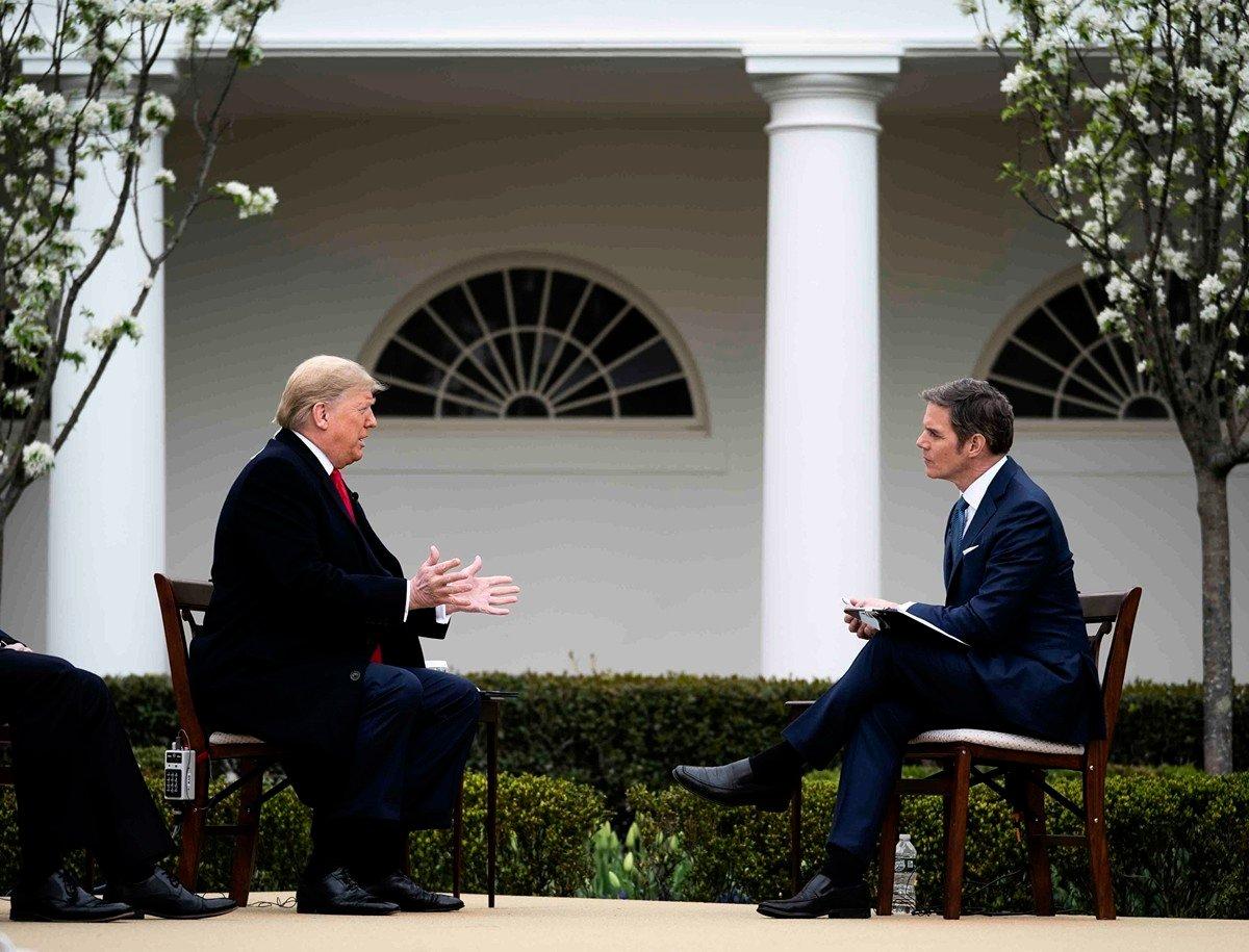 美國總統特朗普2020年3月24日在白宮玫瑰園舉行平民對話。(Doug Mills-Pool/Getty Images)