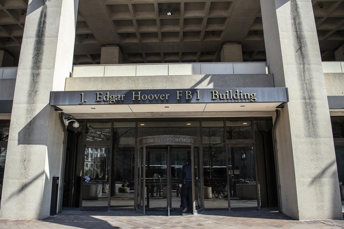 美國司法部長威廉姆・巴爾(William Barr)表示,2016年,聯邦調查局(FBI,如圖)對當時的特朗普競選團隊進行了間諜活動,他正在調查這件事。 (ERIC BARADAT/AFP/Getty Images)