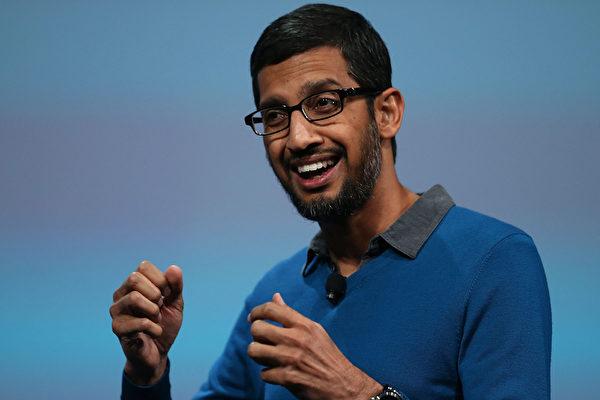 成為新谷歌公司CEO的桑德爾・皮查伊(Sundar Picha),2015年5月28日,在加州三藩市舉行的2015年谷歌I/O大會上發表主題演講。(Justin Sullivan/Getty Images)