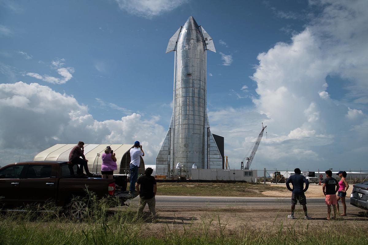 SpaceX公司推出其新一代太空船——能夠將機組人員和貨物運送到月球、火星等並可重複使用的「星際飛船」(Starship)。(Loren Elliott/Getty Images)