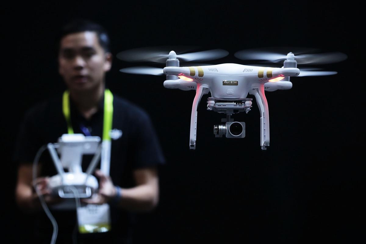 黃澎孝認為,中共的空拍機,被許多國家懷疑有間諜作用,這給大家一個警訊,對中國製產品必須提高警覺。(Alex Wong/Getty Images)