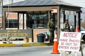 開槍傷二人後闖軍事基地 嫌犯是美軍醫務兵 被擊斃