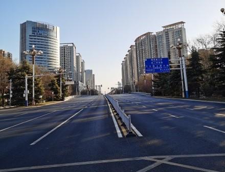 石家莊封城後,大街上空無一人。(微博)