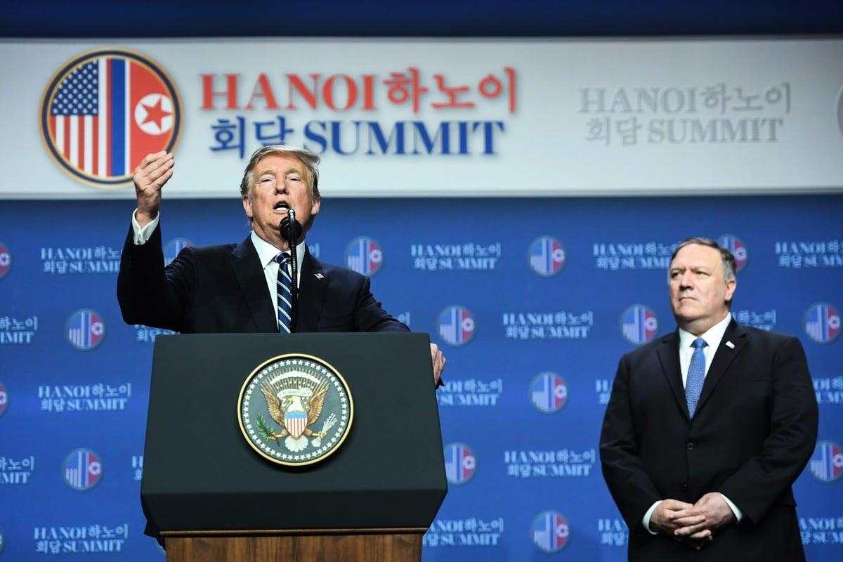 2月28日下午2點多,特朗普在其所下榻的萬豪酒店(JW Marriott Hanoi)裏召開新聞發佈會。(Saul LOEB / AFP)