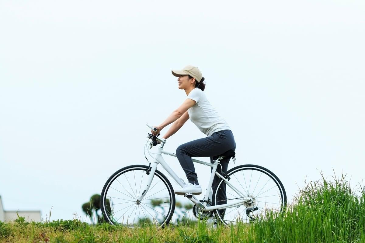 研究發現,騎自行車20分鐘就能使記憶改善。(Shutterstock)