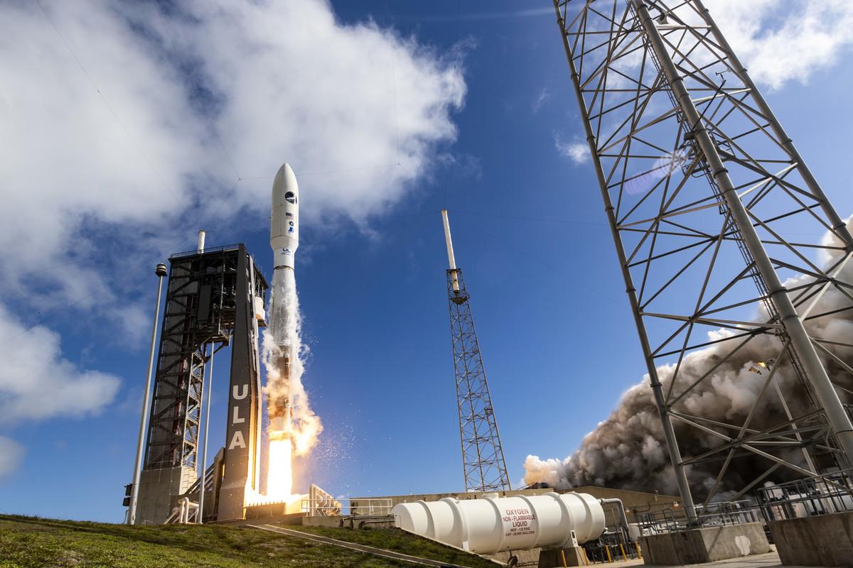 美國國防部2020年6月17日發佈了最新的《國防太空戰略》,以取代奧巴馬政府2011年發佈的舊版太空戰略。圖為擎天神5號運載火箭5月17日於佛州卡納維拉爾角空軍基地升空的畫面。(美國太空軍網站)