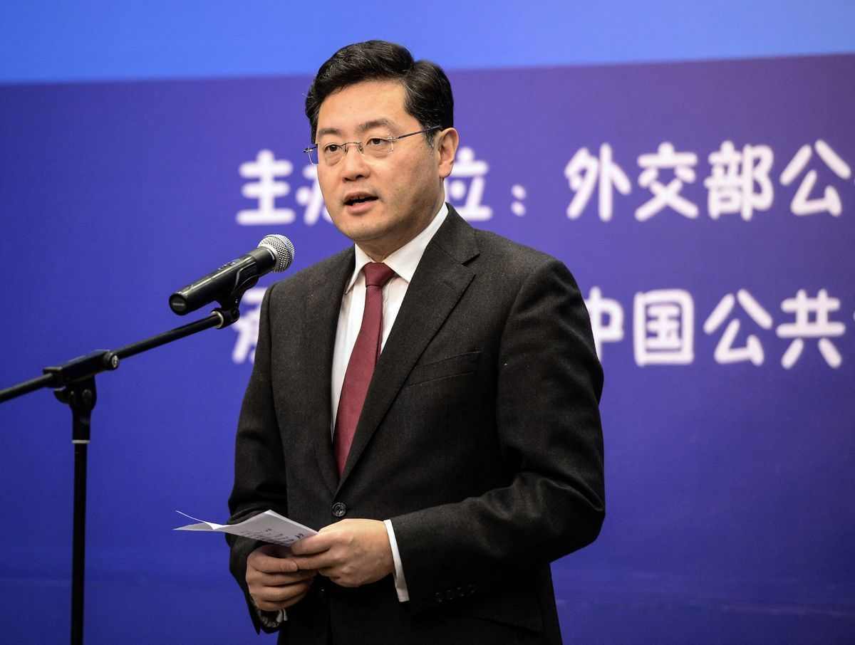 美國媒體報道說,中共新任駐美大使秦剛8月31日出席非公開會議時爆粗魯言詞,令與會者震驚。圖為戰狼發言人秦剛,攝於2013年。(CNS/AFP via Getty Images)