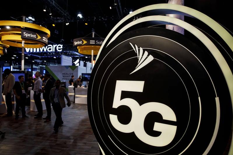 在美中5G之戰中,越來越多西方國家拋棄華為5G技術,選擇和可信的西方電信公司合作。有專家表示,5G的推出將成中共和西方國家地緣政治的分水嶺。(大紀元資料室)