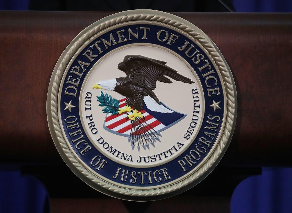 2020年10月美國司法部首次對參與中共「獵狐行動」的人提出起訴,2021年7月22日,美國司法部將指控的人數又增加了兩人,共9人。(Mandel Ngan/AFP/Getty Images)