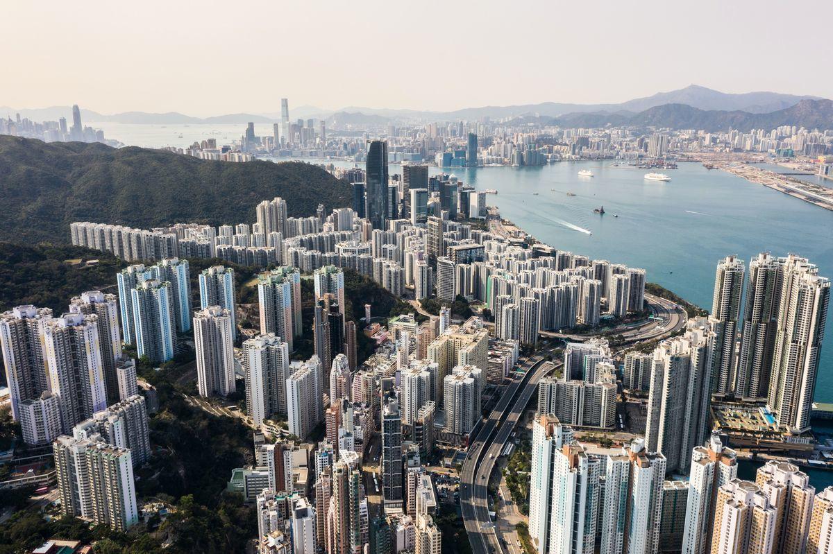 法律上講,美國有權決定是否給予香港區別待遇,這些內容屬於美國本身的主權範圍,反倒中共不希望美國改動美國自己的對香港政策——更似中共試圖干涉美國的內政。圖為香港 (ANTHONY WALLACE/AFP via Getty Images)