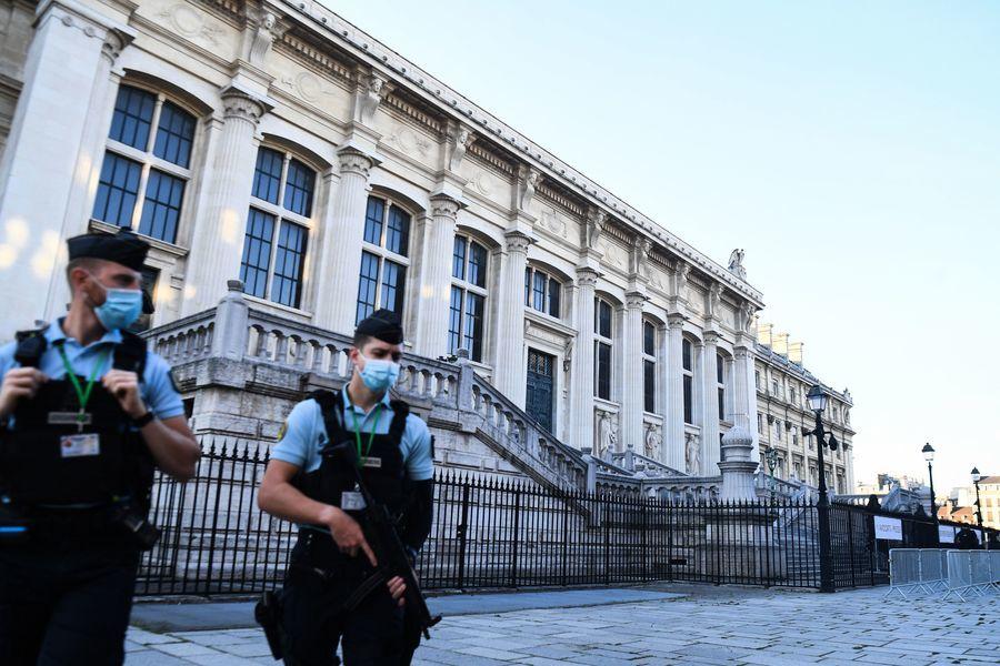 2015年巴黎恐襲案開審 警方高度戒備(多圖)
