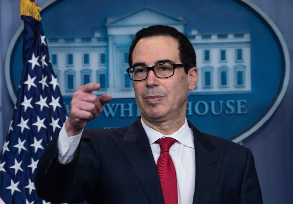 美國財政部2020年10月26日宣佈對伊朗石油業的新一輪制裁。圖為財政部長姆欽。(NICHOLAS KAMM/AFP)