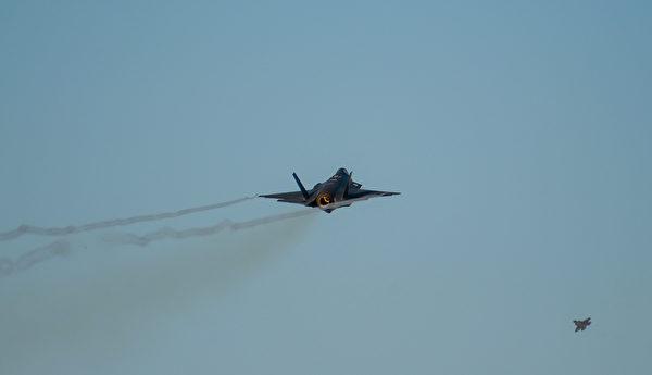 2020年11月17日,美軍從阿拉斯加的艾爾森空軍基地連續升空了12架F-35戰機。(美國空軍)
