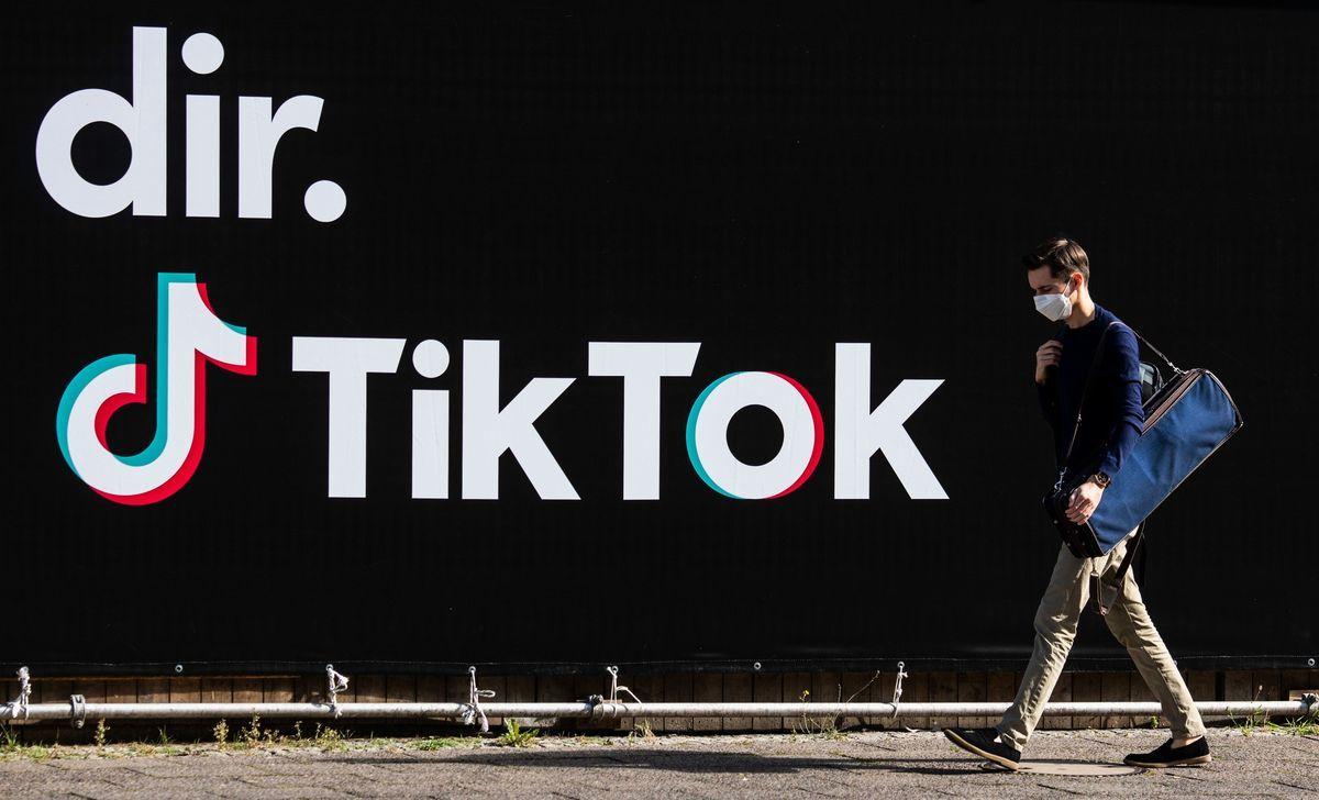 TikTok被指利用算法,向未成年人推廣性和毒品相關影片。(JOHN MACDOUGALL/AFP via Getty Images)