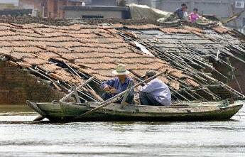 今年中國各地洪水頻繁,給人民財產帶來巨大損失。(法新社)