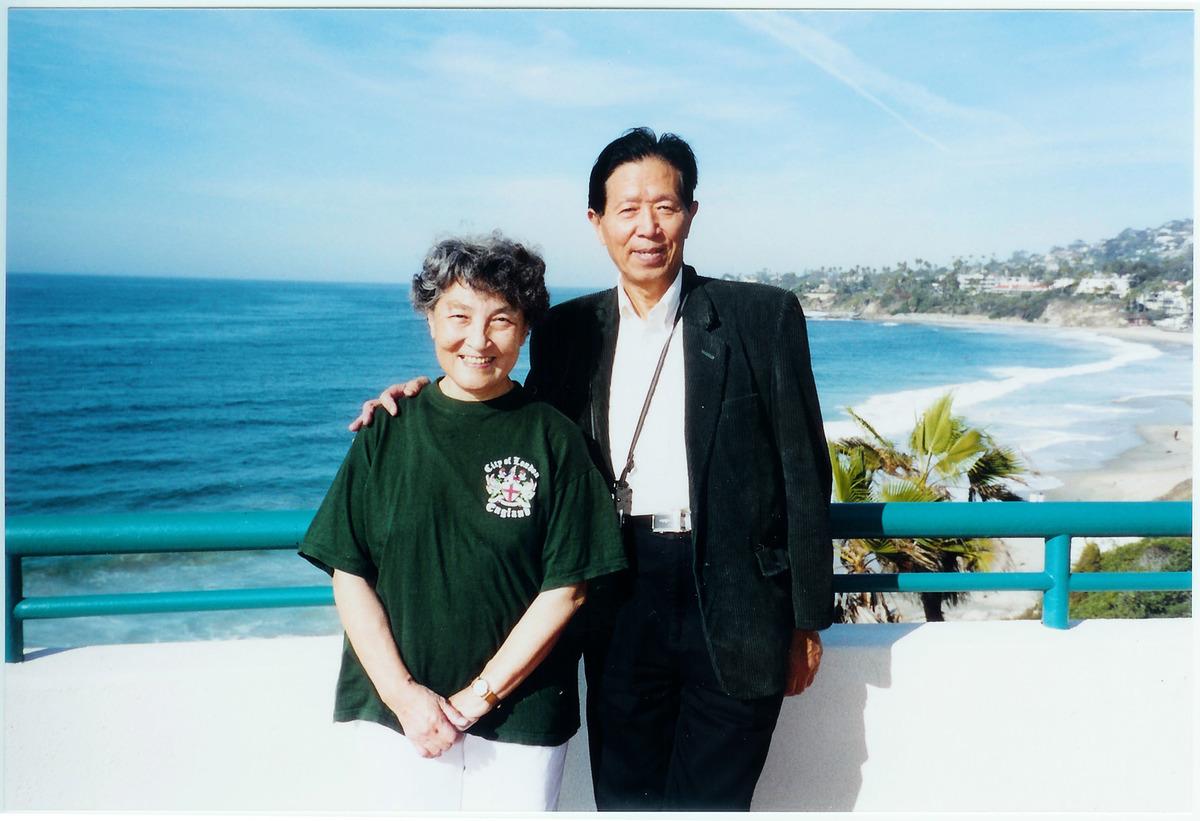 中國退休軍醫蔣彥永住進北京一所軍方醫院後與外界失聯,包括他的妻子。圖為蔣彥永夫妻。(大紀元)