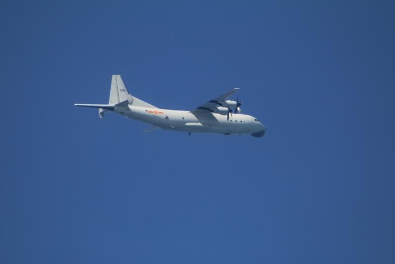 中共10月15日派遣1架運-8反潛機晚間侵犯台灣西南防空識別區(ADIZ),空軍除了派遣空中巡邏兵力應對外,也實施廣播驅離、防空導彈追蹤監控。(國防部提供)