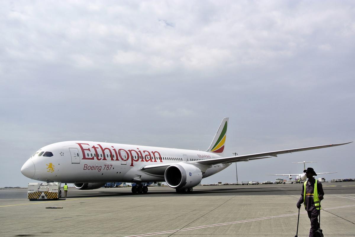埃塞俄比亞航空一架客機,10日在飛往肯尼亞首都奈洛比途中墜毀,機上157人全部遇難。圖為示意圖,與本文無關。(AFP PHOTO/JENNY VAUGHAN)